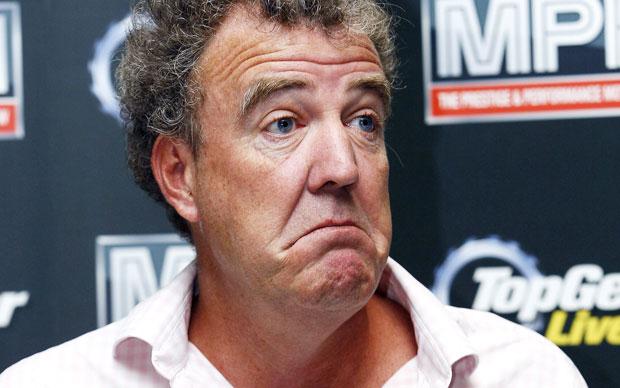 Sospeso Top Gear: Jeremy Clarkson ci scherza su, i fan no