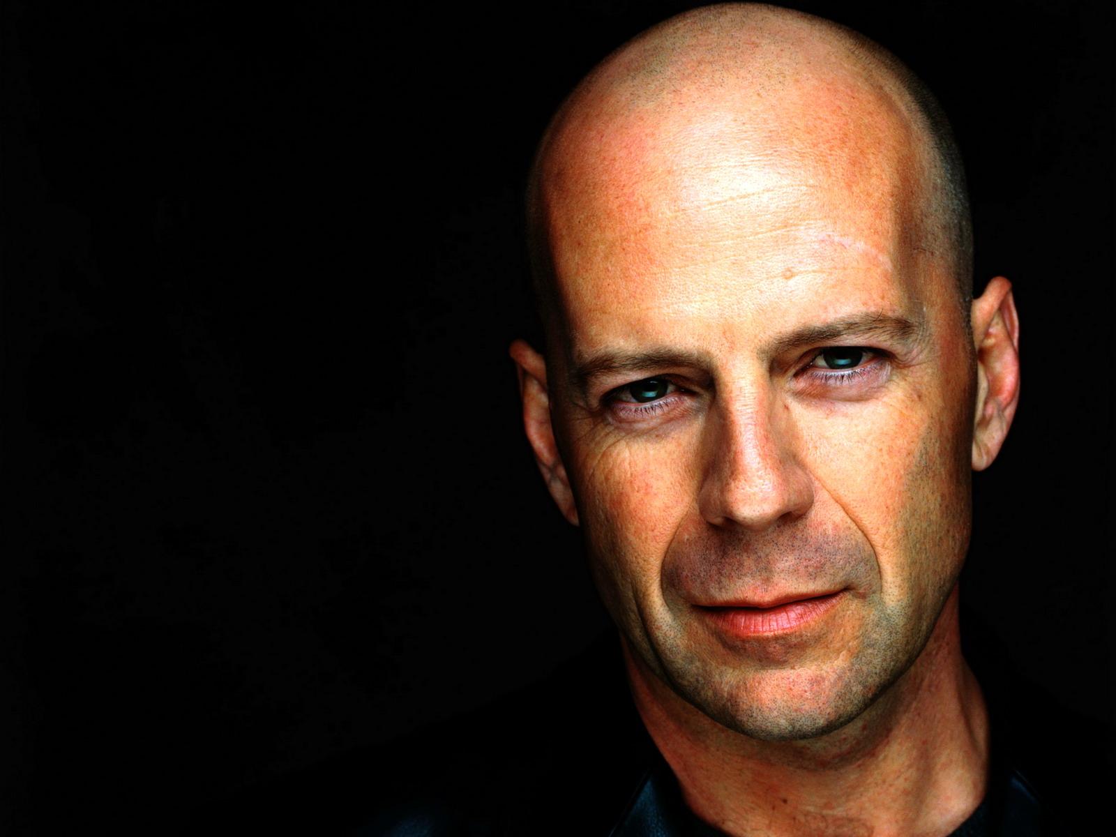 Bruce Willis compie 60 anni, il fascino è immutato