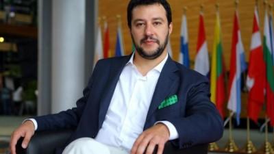 Salvini supera Renzi su Facebook: 1 mln di amici