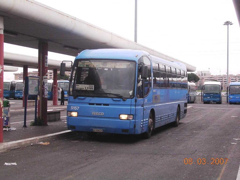 Pomezia, 82 muore investito da un bus in centro