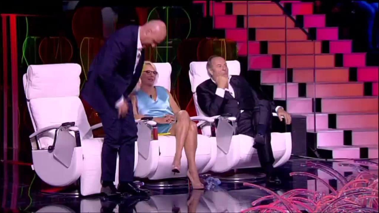 Gerry Scotti in lacrime a Tu Si Che Vales: Sandro canta per la figlia che non c'è più