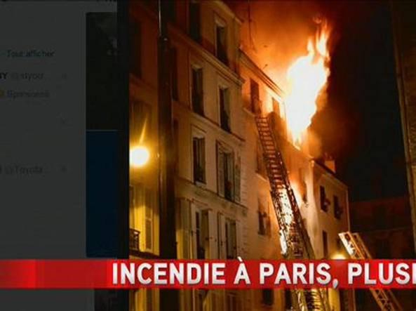 Parigi, per le vittime del rogo di Montmartre un minuto di silenzio