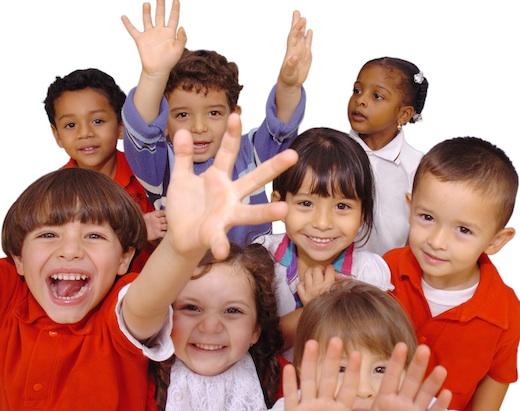 Giocare all'aria aperta riduce rischio miopia nei bambini