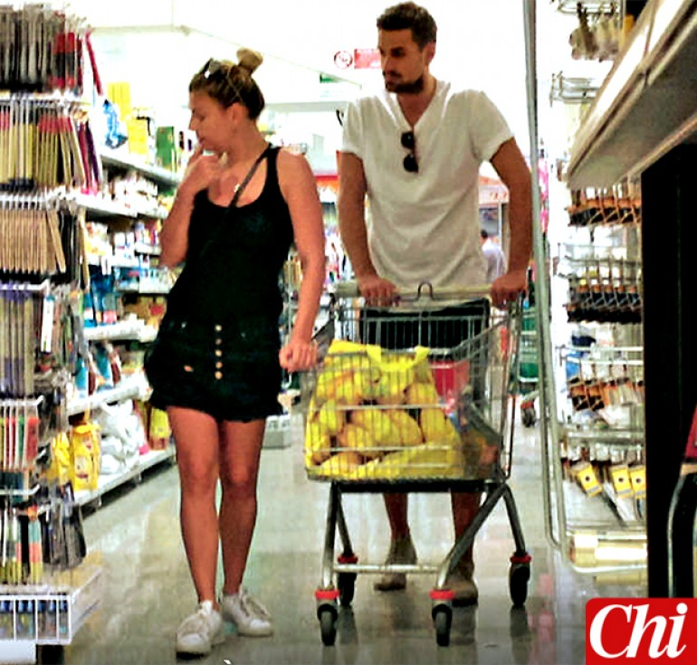 Emma Marrone e Fabio Borriello insieme al supermercato