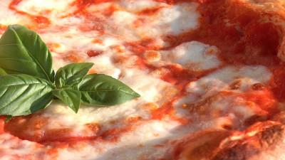 La pizza geotermica di Napoli, il segreto è nel tufo giallo