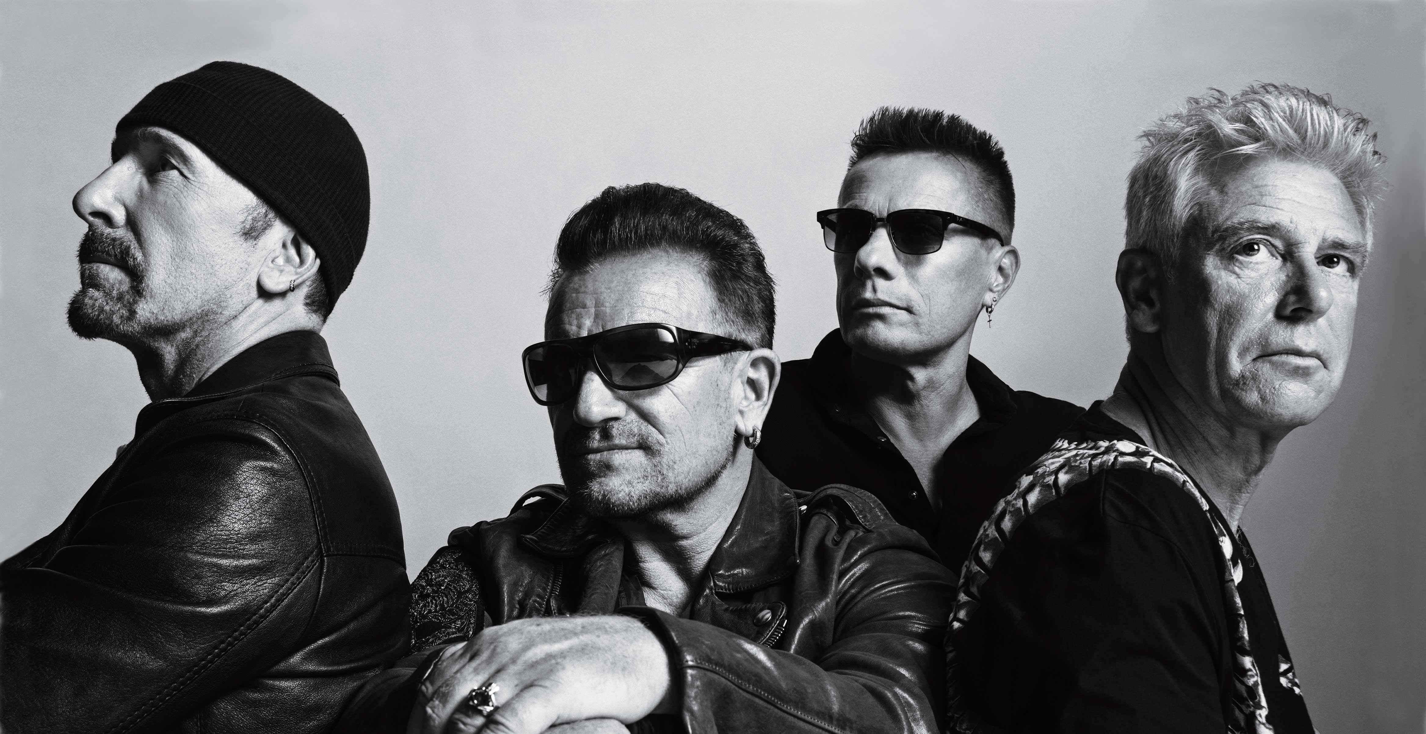 Bono Vox e The Edge salutano i fan degli U2 a Torino