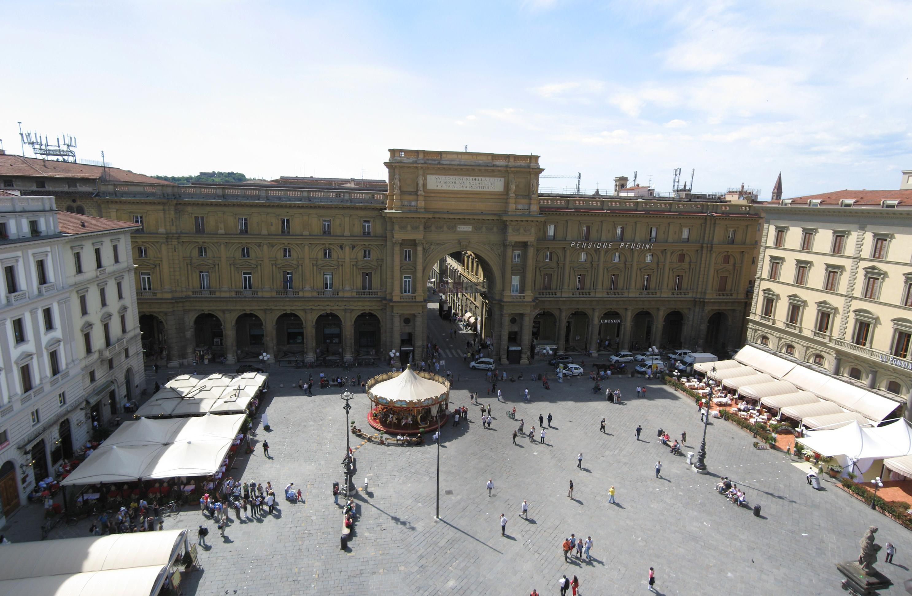 Roma, turista precipita da 5° piano dell'hotel dopo lite con la moglie