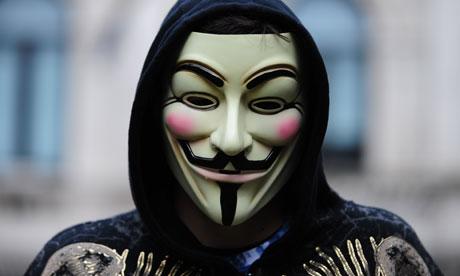"""Anonymous in prima fila contro l'Isis: """"Vicini ai tuoi padroni"""""""