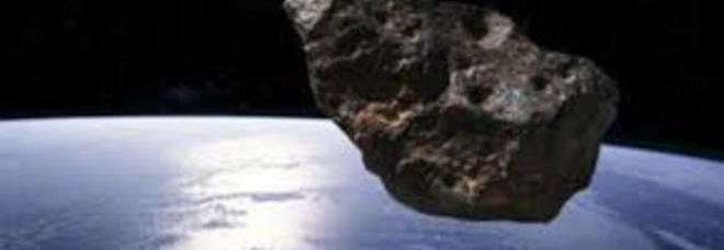 """Enorme asteroide """"potenzialmente pericoloso"""" vicino alla Terra nel weekend"""