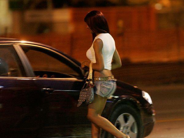 Nonnino di 90 anni va a prostitute: multato di 450 euro