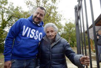 Nonna di 90 anni chiama il 118 per incontrare Salvini in Puglia