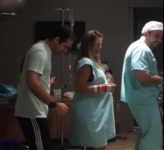 Il metodo particolare del ginecologo a pochi istanti dal parto per alleviare il travaglio