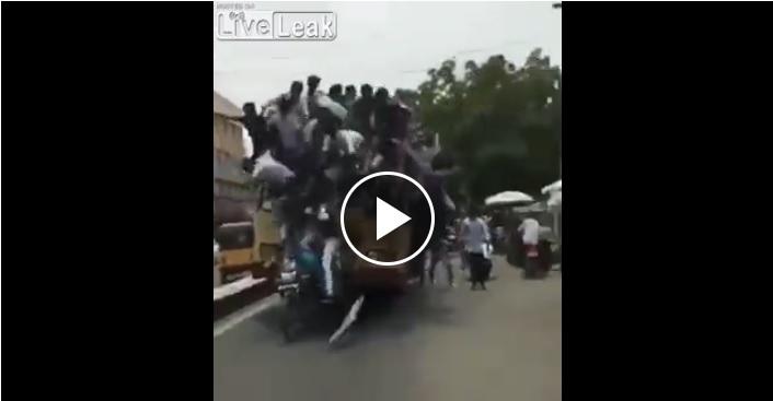 Camion trasporta 50 lavoratori sul tetto: finisce malissimo