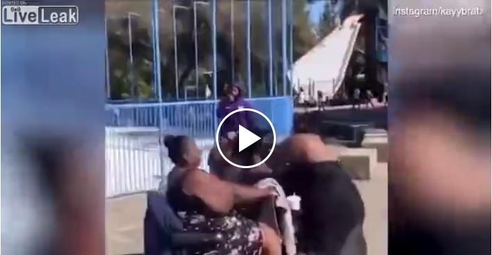 Rissa tra donne in piscina: il finale è grottesco