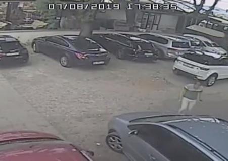 La truffa del secolo: rubano 40mila dollari in un parcheggio in modo ingegnoso