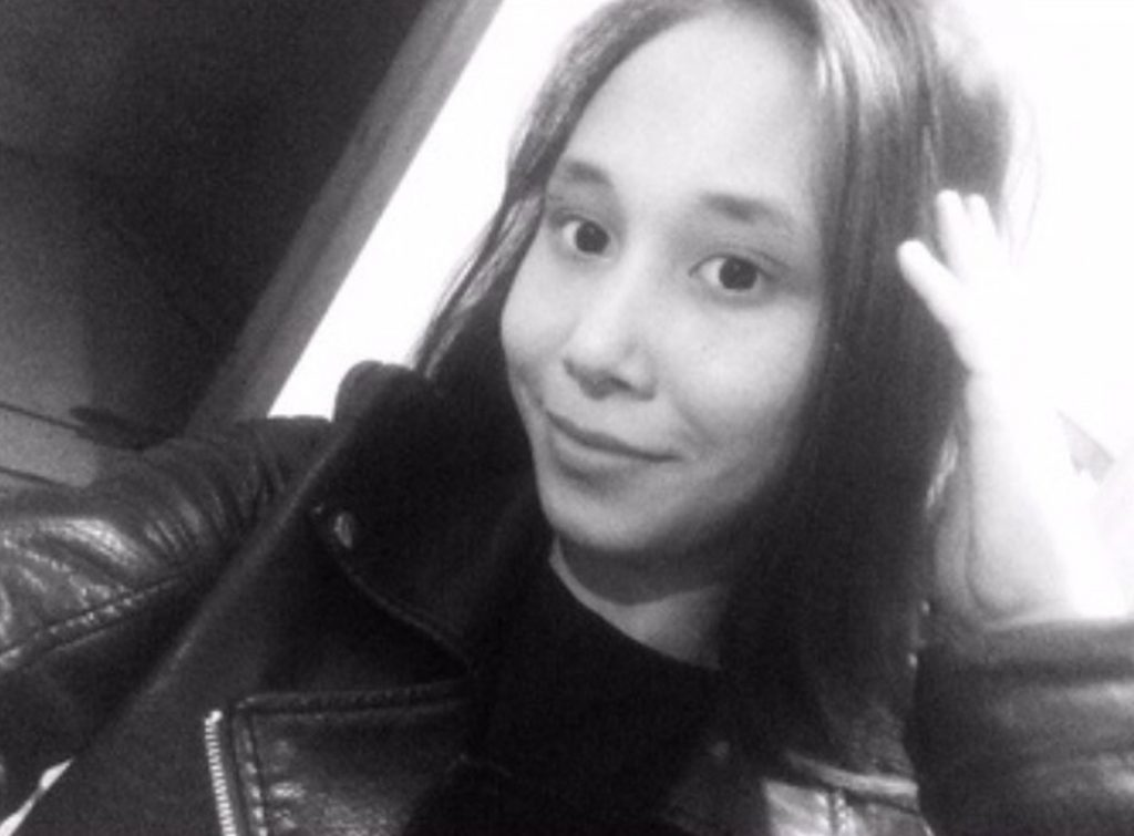 Ragazza uccisa dallo smartphone: era in carica vicino al letto
